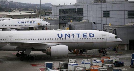 ABD'de tayt giyen iki kız çocuğu uçağa alınmadı
