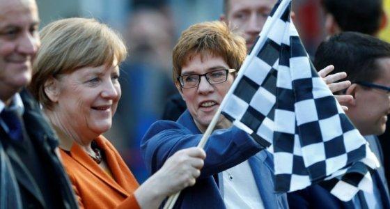 Almanya'da eyalet seçimlerini Merkel kazandı