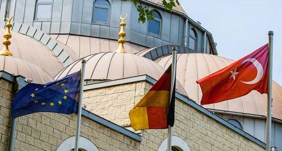 Alman siyasetçiler: Almanya kendi imamlarını yetiştirsin