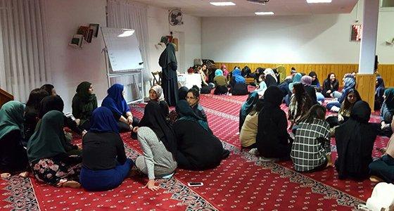 Basel'de genç bayanlar 'Avrupa'da Camiler'i konuştu