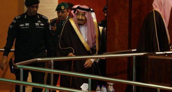 Suudi Arabistan'  Kraliyet Sarayı'ndan silah sesleri