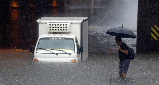 İstanbul'da su baskınları: Bir kişinin cansız bedeni bulundu