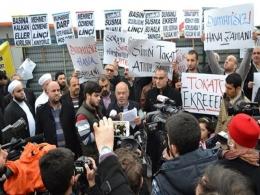 Ekrem Dumanl�'ya Protesto