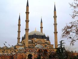 Selimiye Camisi yats�dan sonrada a��k kalacak