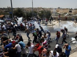 Zionist invaders attack on Palestinians