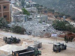 İsrail Filistinlileri kendi evini yıkmaya zorluyor